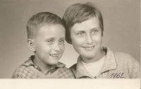 With his mother; 1962