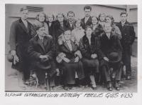 Rodina správce učitelského ústavu na Slezské Ostravě, který byl Ladislavovým dědečkem a nositelem neobvyklého německého přijímení Quis, 1933