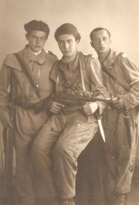 Pamětník (úplně vlevo) jako člen sokolské revoluční gardy, Liberec, květen 1945