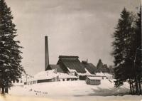 Sklárna ve sněhu; fotil Miloslav Dvořák, 1973-1974