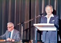 K. Hrubý (sedící) na konferenci Společnosti pro vědy a umění v Bernu v roce 1983