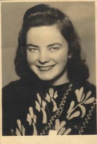 Foto z Prahy; v té době zaměstnána v tiskárně Prometheus, 1946