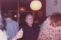 Sergej Machonin  na oslavě svých sedmdesátých narozenin v bytě na Vinohradech
