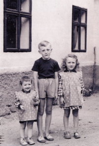 Jan Kreysa with his sisters
