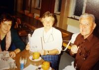 K. Hrubý se socioložkou Jiřinou Šiklovou (vlevo)