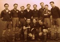 Karel Hrubý (zcela vlevo) v době, kdy hrál fotbal za Viktorku Plzeň