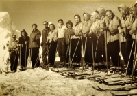K. Hrubý na lyžařském výcviku se svou třídou
