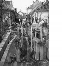 Dřevěný most u nábřeží v Litovli, 8. 5. 1945