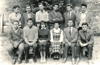 Tomislav Vašíček je nahoře 2. zleva, s kolektivem učňů Tesly Karlín, rok 1960.