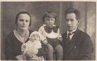 Danielovi prarodiče Anna a Antonín Balabánovi s dětmi