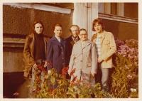 Daniel Balabán s rodiči, bratrem a babičkou z matčiny strany. Ostrava-Hrabůvka kolem roku 1972
