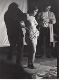Daniel Balabán s bratrem Janem při vystoupení na jednom z prvních ročníků festivalu akčního a performativního umění Malamut. Ostrava, 1996 nebo 1997.