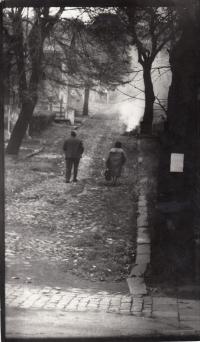 Kolonie Jaklovec ve Slezské Ostravě. Autorem fotografie je Daniel Balabán -polovina 70. let