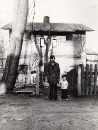 Hlubinská kolonie na fotografii Daniela Balabána. Ostrava, polovina 70. léta