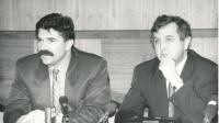 Jan Kalvoda s Pavlem Bratinkou na tiskové konferenci, 1991