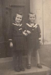 Kristina Balcarová (vlevo), 1941