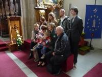 Širší rodina Jana Květa při křtinách vnučky Lii Gráfové v třeboňském kostele (2010)