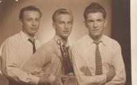 Bratr Jan Liška (vpravo), Alexandr Bělohlávek (uprostřed) v době učení (rok 1947 nebo 1948)