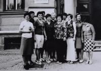 Učitelský sbor ZŠ v Chocni, 1978, (Naděžda zcela vlevo)