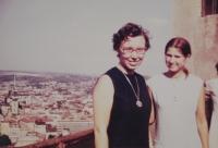 Profesorka Marta Westphal, spolupracovnice komunity Taizé z Francie, v roce 1971 navštívila Světluši Košíčkovou v Brně