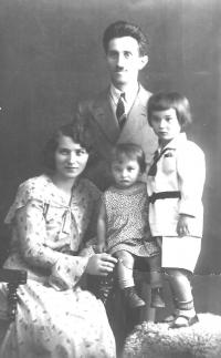 Rodina Šikových, děti Jitřenka a Lubomír, asi rok 1930
