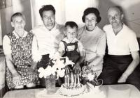 S rodiči a prarodiči z matčiny strany, 1971