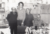 S rodiči a prarodiči z otcovy strany, Nová Paka, 1985