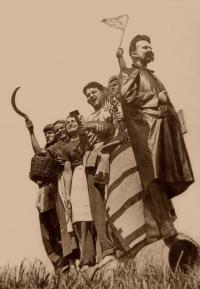"""Živá socha """"Stalinův pomník"""", Česká Bělá (1955)"""
