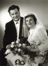 Rodiče Miroslava Blažka, svatba, Lomnice nad Popelkou, 25. 9. 1965