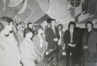 Svěcení kněží v Plosku v Oltarzew Mazowiecki v roce 1986, uprostřed Josef Poštulka a další věřící z Prostějova
