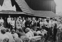 Světluše Košíčková na setkání Taizé v Katovicích v roce 1981, uprostřed bratr Rudolf Stockel