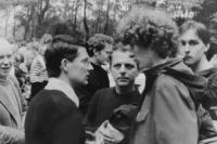 Světluše Košíčková na setkání Taizé v Katovicích v roce 1981, vlevo bratr Marek z Polska