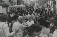 Světluše Košíčková na setkání Taizé v indickém Madrasu v roce 1986, uprostřed na fotografii bratr Roger