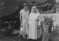 Světluše Košíčková navštívila v roce 1985 sestru Walenty v misii Lonavla, kam z Československa posílali humanitární balíčky
