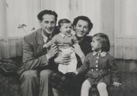 Světluše Košíčková vpravo s rodiči Luďkem a Miloslavou Skálovými a s bratrem