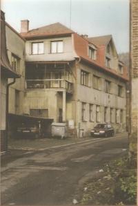 Rodinná továrna Jirchářská ulice č. p. 50 v Železném Brodě, počátek 90. let
