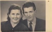 Sourozenci pamětnice Jan a Marie Liškovi v roce 1951