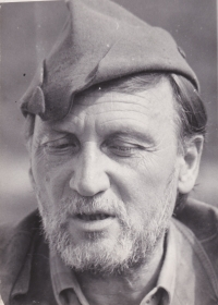 Sergej Machonin (*1918) jako houbař s přerostlým strništěm na tváři (sedmdesátá léta). Takto si ho pamatují i mnozí občané z Dolního Města.