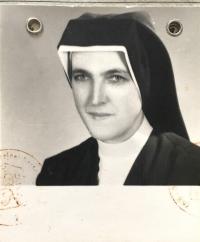 Sr. Nonnata Mária Vrbová na fotke z osobnej legitimácie, 1971