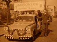 Aeroklub Havlíčkův Brod zdraví 1. máj, Tomáš Holenda zcela vlevo