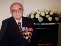 Daniel Kostsánszky počas životného jubilea s vojenskými vyznamenaniami