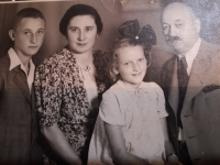 Rodina Kostsánszkých - zľava Daniel, mama Ilona, sestra Judita, otec Koloman