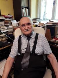Daniel Kostsánszky vo svojej pracovni