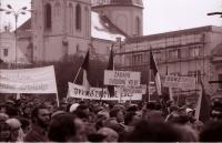 Generální stávka na náměstí v Havlíčkově Brodě 27. 11. 1989 (poskytlo Muzeum Vysočiny Havlíčkův Brod)