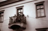 Přejmenování náměstí Čs. armády na Havlíčkovo, zleva Jiří Černý, Pavel Šimon, Pavel Fiala - hlavní iniciátor (poskytlo Muzeum Vysočiny Havlíčkův Brod)