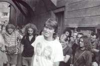 Sraz Havlíčkovy mládeže před Havlíčkovým domem v den pochodu do Havlíčkovy Borové 29. 7. 1989, uprostřed Pavel Šimon (poskytlo Muzeum Vysočiny Havlíčkův Brod)