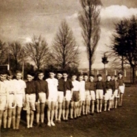 Ludvík Florián spolu s dalšími chlapci během sokolského cvičení