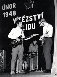 Pavel Bártek (vlevo) se skupinou Paradox / 70. léta