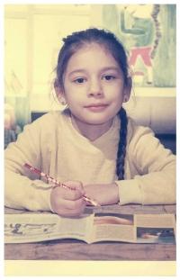 Dcera Jiřiny Nehybové Alice Nehybová jako školačka