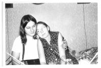 Jiřina Nehybová s manželem Romanem Nehybou v bytě na Veveří